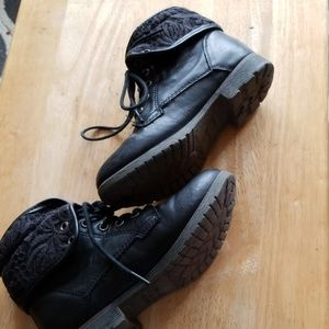 Girls size 1 Black Boot, with shoe string tie